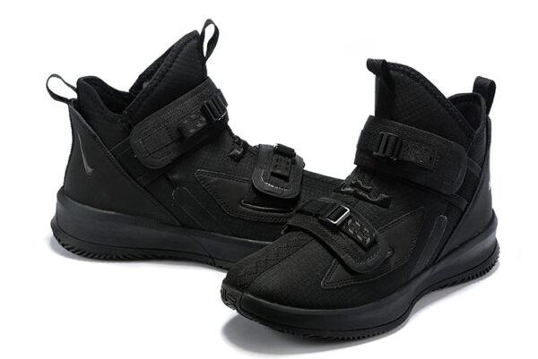 Мужские черные кроссовки на липучках