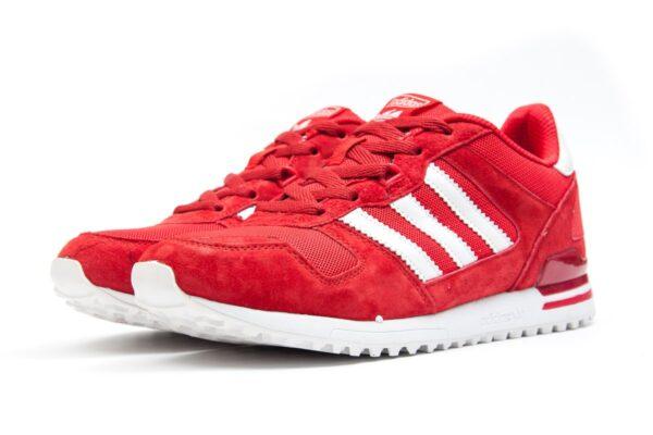 Красные замшевые кроссовки