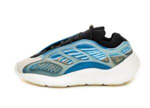 Adidas Yeezy Boost 700 V3 голубые с черным светящиеся (35-39)