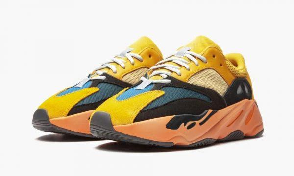 Женские кроссовки Adidas Yeezy Boost 700